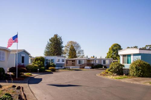 Monta Loma, 2150 Laura St, Springfield, OR